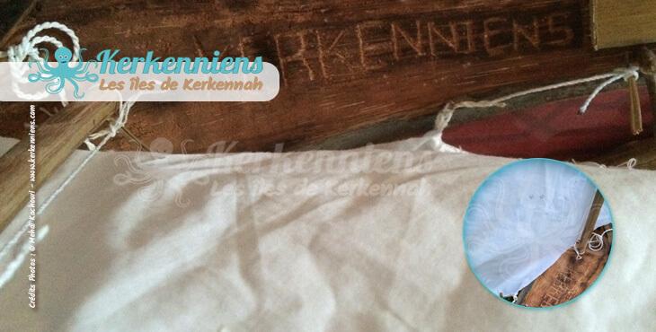 L'antina cousue avec la voile + la voile fixée à l'antina et au mât avec bouton