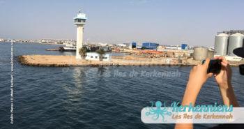Sortie du port de Sfax le phare et les palmiers