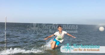 Jouer au volley dans l'eau, kerkennah way of holiday life !