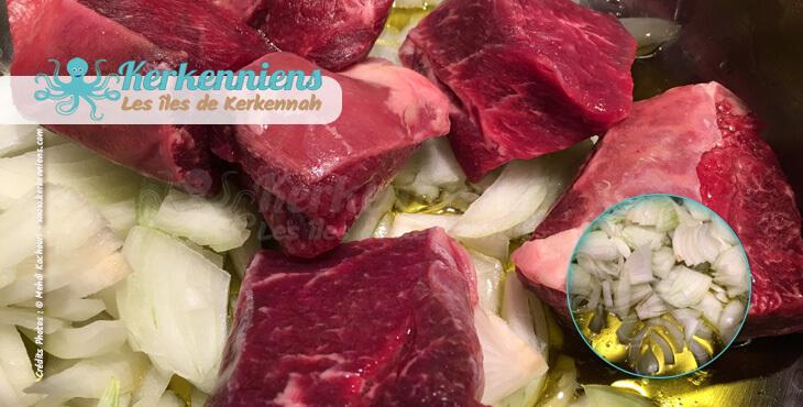 Recette de cuisine : Mermez Tunisien à la viande - Ajouter la viande et les oignons