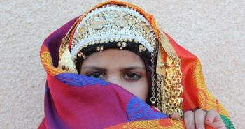 Étoffe et tenue traditionnelle de mariage kerkennien en location