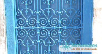 Fenêtre bleu dar arbi maison arabe Kerkennah (Tunisie)