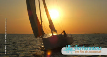 Modèle de bateau kerkena  au coucher de soleil
