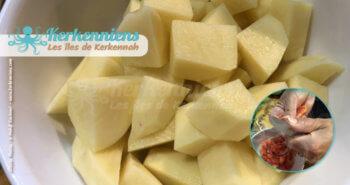 Découper les tomates, oignon, pomme-de-terre pour la Recette chakchouka tunisienne bel kadid