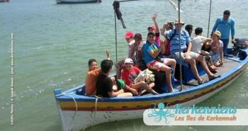 Tous les enfants dans le bateau pour El Grimdi