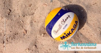 Gros plan sur le balon de beach volley ball Kerkennah terre beach volley Kerkennah Happy Beach Volley Ball