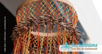 Lustre suspension en noyaux de dattes l'atelier d'Ouled Kacem Artisanat Kerkenniens Atelier Kerkenatiss Kerkennah