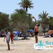 Service beach volley ball retour Tournoi de Beach volley Association Sports et Loisirs de Kerkennah